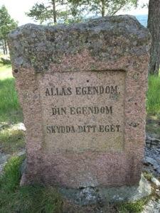 Om att ta hand om det vi har. Vårt gemensamma. Denna sten står uppe på Norra Berget i Sundsvall.