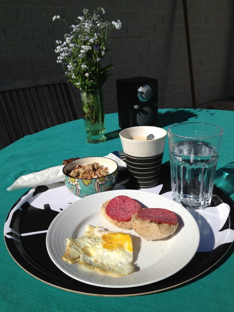 Morsdagsfrukost gjord av äldsta dottern.